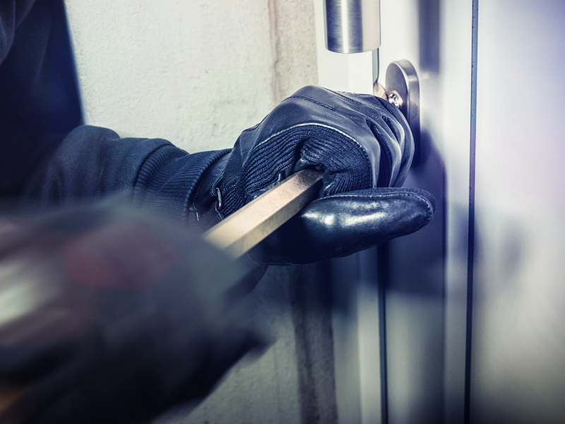 Breaking lock - Burglary Prevention